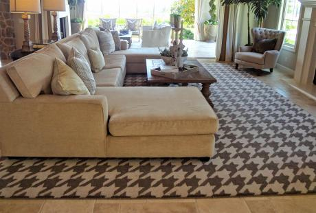 Houndstooth room with rug